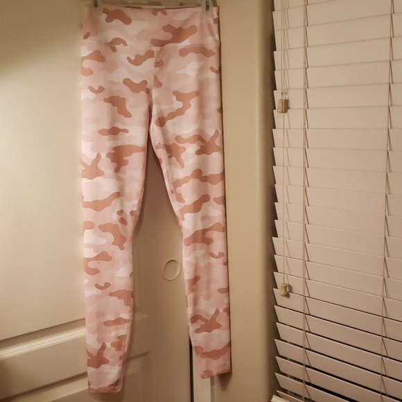 4824a113ef5b52 Forever 21 Pants - Forever 21 pink camo workout leggings S/M